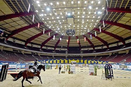 Auch das Reitturnier in der Dortmunder Westfalenhalle wurde nach einige Zögern wegen der Corona-Krise abgebrochen. Foto: Caroline Seidel/dpa