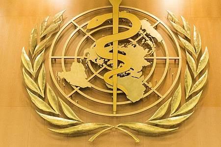 Das Logo der Weltgesundheitsorganisation WHO im europäischen Hauptquartier der Vereinten Nationen in Genf. Foto: Peter Klaunzer/KEYSTONE/dpa