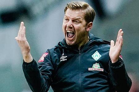 Werder-Coach Florian Kohfeldt hat seine Spieler zum Training beordert. Foto: Uwe Anspach/dpa