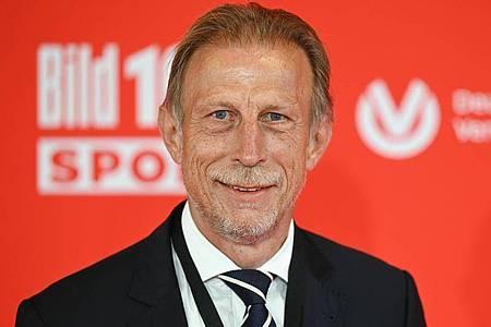 Christoph Daum will nach eigener Aussage wieder als Fußball-Trainer arbeiten. Foto: Arne Dedert/dpa