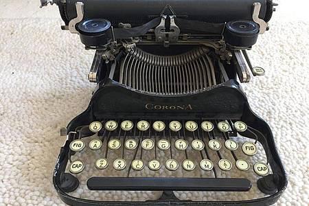 Eine Corona 3 Schreibmaschine von 1912. Foto: Ulrike John/dpa