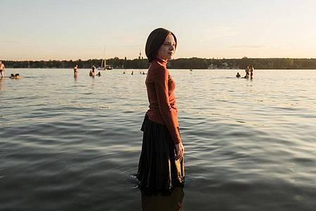 Esty (Shira Haas) erlebt in Berlin eine neue Freiheit. Foto: Anika Molnar/Netflix/dpa