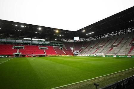 Das Spiel des FC Augsburg in der WWK-Arena gegen RB Leipzig muss ohne Zuschauer stattfinden. Foto: Michael Dalder/Reuters-Pool/dpa