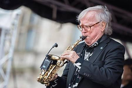 Der Mann am Saxofon:Klaus Doldinger bringt aber auch als Sänger den Swing mit. Foto: Silas Stein/dpa