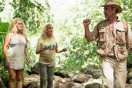 """Emily Middleton (Amy Schumer, l-r), Linda Middleton (Goldie Hawn) und Roger Simmons (Christopher Meloni) in einer Szene des Films """"Mädelstrip"""". Foto: Justina Mintz/ProSieben/dpa"""