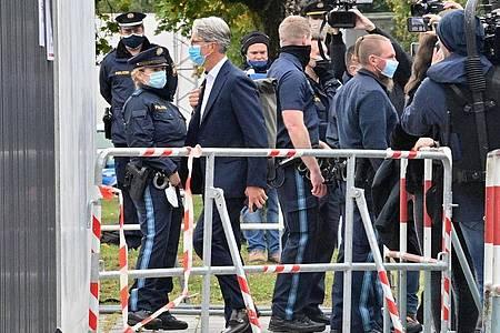 Der unter anderem wegen Betrugs angeklagte langjährige Audi-Chef Rupert Stadler betritt das Landgericht München. Foto: Peter Kneffel/dpa