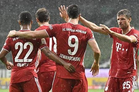 Torschütze Robert Lewandowski und der FC Bayern machten in Bremen die Meisterschaft perfekt. Foto: Martin Meissner/AP-Pool/dpa