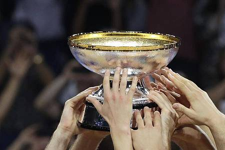 Die Basketball-EM wird wegen der Corona-Krise ins Jahr 2022 verschoben. Foto: Thanassis Stavrakis/AP/dpa