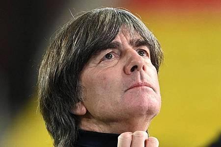 Sieht vor der Fußball-EM im kommenden Sommer noch viel Arbeit auf das DFB-Team zukommen: Bundestrainer Joachim Löw. Foto: Federico Gambarini/dpa
