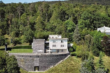 Das Centre Dürrenmatt Neuchâtel integriert das alte Wohnhaus von Friedrich Dürrenmatt und sammelt das Bildwerk des Schriftstellers. Foto: Handout/Bibliothèque nationale suisse/dpa