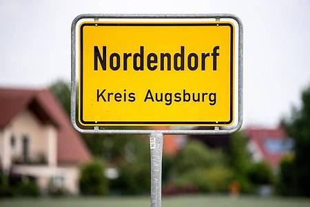 Eltern haben in einem Haus in Nordendorf ihren 16-jährigen Sohn und dessen 15-jährigen Freund tot aufgefunden. Foto: Matthias Balk/dpa
