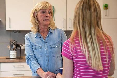 Geht es um den Werdegang ihrer Kinder, wollen viele Eltern mitreden und Ratschläge geben. Foto: Christin Klose/dpa-tmn