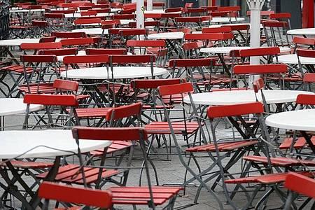 Gähnende Leere in der Gastronomie: Die Auswirkungen der Corona-Pandemie treffen viele Firmen heftig. Foto: Henning Kaiser/dpa-tmn