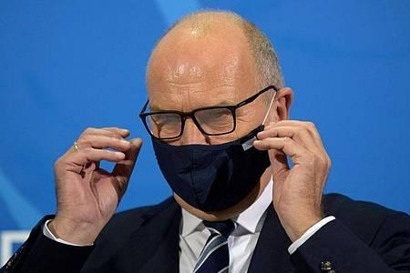 Brandenburgs Ministerpräsident Dietmar Woidke war bei der BER-Eröffnung. Hat er jemanden angesteckt?. Foto: Soeren Stache/dpa-Zentralbild/dpa