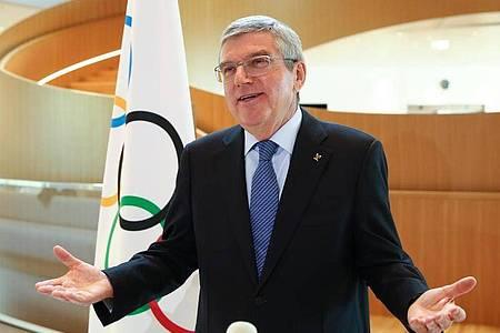 Thomas Bach kann sich auch Olympische Spiele im Frühling vorstellen. Foto: Denis Balibouse/KEYSTONE/dpa