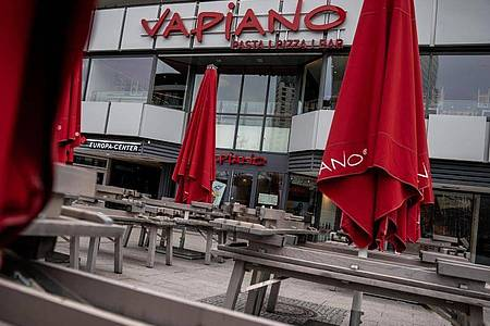 Das Restaurant «Vapiano» bleibt geschlossen. Foto: Michael Kappeler/dpa