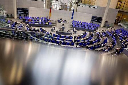 Mitglieder des Deutschen Bundestages am 19. Juni bei der 167. Sitzung. Foto: Christoph Soeder/dpa