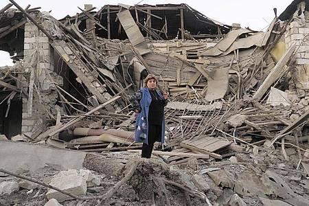 Ein zerstörtes Haus in Stepanakert in der umkämpften Region Berg-Karabach. Foto: Uncredited/AP/dpa
