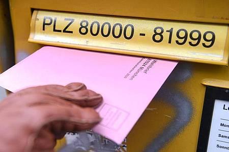 Demokratie in Zeiten des Coronavirus:Die Zahl der Briefwähler ist in Bayern deutlich gestiegen. Foto: Felix Hörhager/dpa