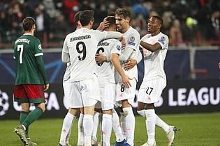 Dank Joshua Kimmich (M) kam der FC Bayern zu einem Zittersieg bei Lokomotive Moskau. Foto: Maxim Shipenkov/Pool EPA/dpa