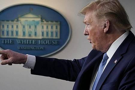 Donald Trump bei einer Pressekonferenz mit der Coronavirus-Task Force im Weißen Haus. Foto: Evan Vucci/AP/dpa