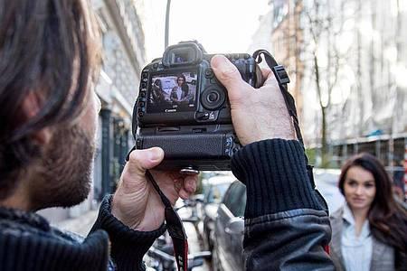 Eingebautes Zeitlimit:Wer mit seiner Kamera unbegrenzt filmen können möchte, muss vor dem Kauf genau recherchieren. Foto: Christin Klose/dpa-tmn