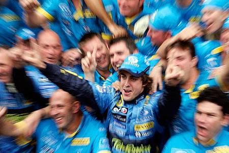 Der spanische Rennfahrer Fernando Alonso will ein Comeback in der Formel 1 wagen, wieder beim Team von Renault. Foto: Gero Breloer/dpa