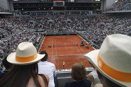 Die French Open in Paris werden in den Herbst verlegt. Foto: Christophe Ena/AP/dpa