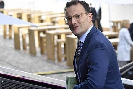 Jens Spahn (CDU), Bundesminister für Gesundheit, kommt zur Vorstands-Klausur der CDU/CSU-Bundestagsfraktion. Foto: Tobias Schwarz/AFP Pool/dpa