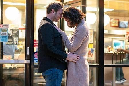 Denk positiv:Bray (Josh Lucas) und Miranda (Katie Holmes) sind füreinander bestimmt. Foto: Alfonso Pompo Bresciani/Capelight Pictures/dpa