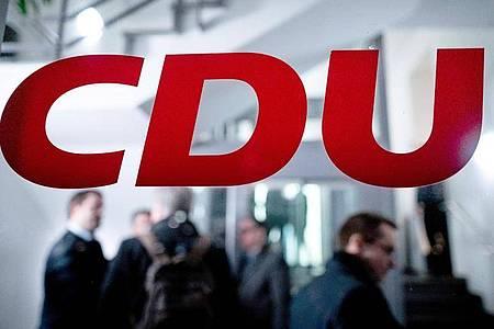 Die CDU verschiebt wegen der Corona-Krise ihren für den 25. April geplanten Sonderparteitag. Foto: Fabian Strauch/dpa