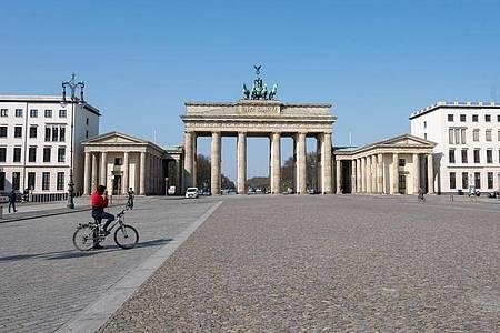 Berlin sagt alle großen Veranstaltungen zum 75. Jahrestag von Befreiung und Kriegsende ab. Foto: Christophe Gateau/dpa