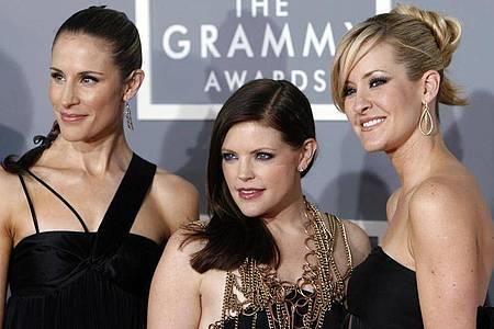 Emily Robison (l-r), Natalie Maines und Martie Maguire nennen sich nur noch «Chicks». Foto: Matt Sayles/AP/dpa