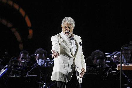 Plácido Domingo, Opernsänger aus Spanien, im italienischen Caserta wieder auf der der Bühne. Foto: Riccardo De Luca/AP/dpa