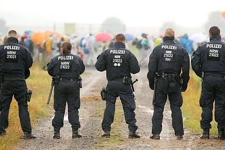 Die Polizei war mit einem Großaufgebot von Beamten aus mehreren Bundesländern im Einsatz. Foto: David Young/dpa