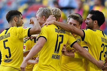 Joker Erling Haaland (17) sorgte mit seinem Tor für einen Last-Minute-Sieg von Dortmund in Düsseldorf. Foto: Bernd Thissen/dpa