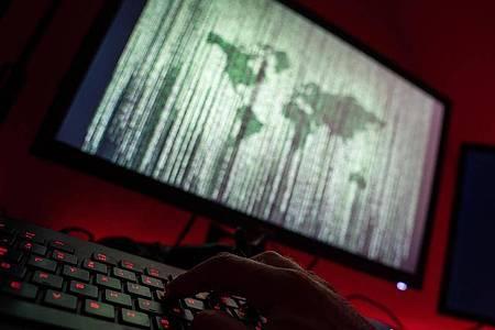 Die häufigste erfahrene Straftat Betrug beim Onlineshopping. Foto: Nicolas Armer/dpa/Symbolbild