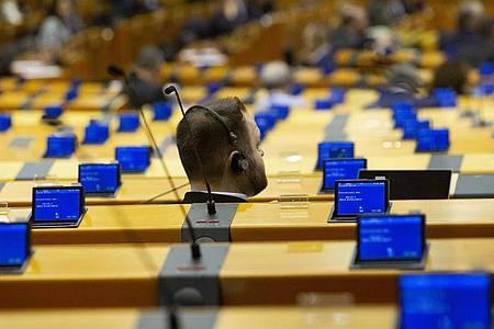 Das EU-Parlament diskutiert über das Coronavirus und «ungewöhnliche Maßnahmen». Foto: Virginia Mayo/AP/dpa