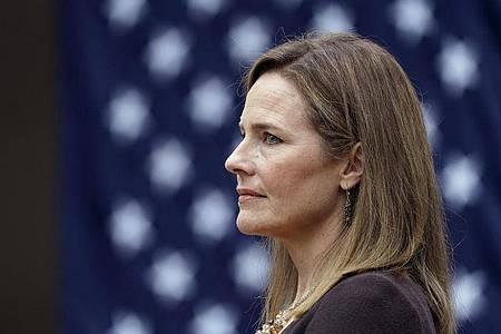 Trump hat die konservative Richterin Amy Coney Barrett für den freien Sitz am Obersten Gericht der USA nominiert. Foto: Alex Brandon/AP/dpa