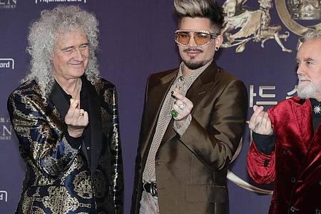 Mitglieder der britischen Band Queen: Brian May (l-r), Gitarrist, Adam Lambert, Sänger (Ersatz für den verstorbenen Leadsänger Freddy Mercury)und Roger Taylor, Schlagzeug. Foto: -/YNA/dpa