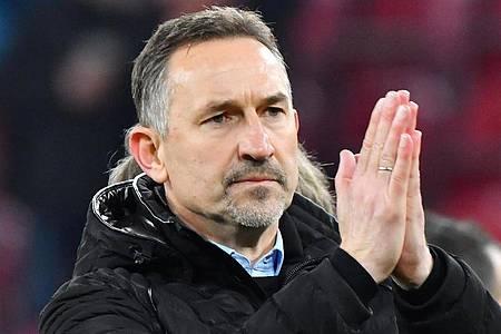 Mainz-Trainer Achim Beierlorzer: «Die Situation ist befremdlich.». Foto: Torsten Silz/dpa