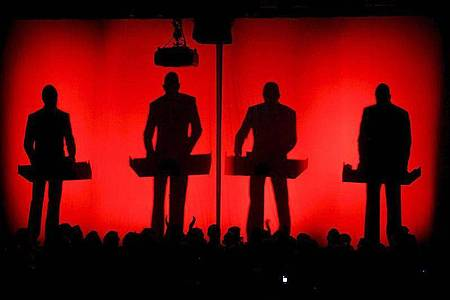 Die deutsche Band Kraftwerk beim 39. Montreux Jazz Festival 2005. Foto: epa Keystone Martial Trezzini/epa/dpa