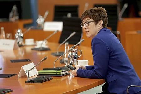 «Rollende Intensiveinheiten»: Bundesverteidigungsministerin Annegret Kramp-Karrenbauer. Foto: Michael Sohn/POOL AP/dpa