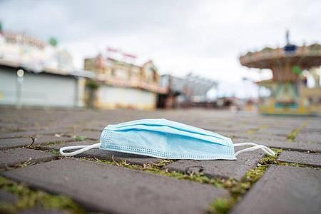 Laut dem Robert Koch-Institut meldeten die Gesundheitsämter 4058 neue Corona-Infektionen innerhalb der vorangegangenen 24 Stunden. Foto: Mohssen Assanimoghaddam/dpa