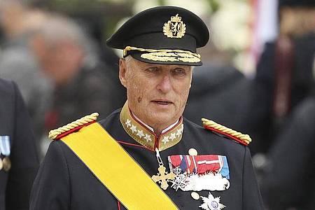 Bei König Harald wird eine Herzklappe ausgetauscht. Foto: Francisco Seco/AP/dpa