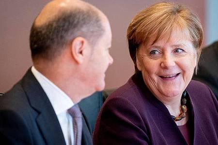 Bundeskanzlerin Angela Merkel (CDU) und Olaf Scholz (SPD), Bundesminister der Finanzen. Foto: Kay Nietfeld/dpa