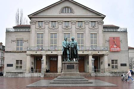 Das Deutsche Nationaltheater Weimar führt nur noch Veranstaltungen mit einer maximalen Besucherzahl von 500 Personen durch. Foto: Martin Schutt/dpa-Zentralbild/dpa