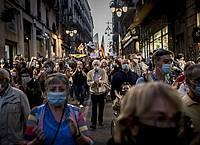 Die Kundgebung gegen die Entscheidung den katalanischen Regionalpräsident Torra des Amtes zu entheben, ist gut besucht. Foto: Jordi Boixareu/ZUMA Wire/dpa