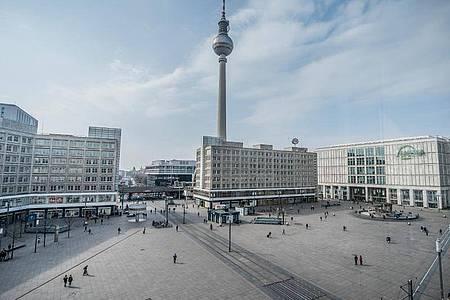 Berlin Alexanderplatz in Zeiten von Corona. Foto: Michael Kappeler/dpa