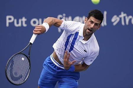 Wird seiner Favoritenrolle gerecht: Tennis-Star Novak Djokovic siegt gegen Bautista-Agut. Foto: Frank Franklin Ii/AP/dpa